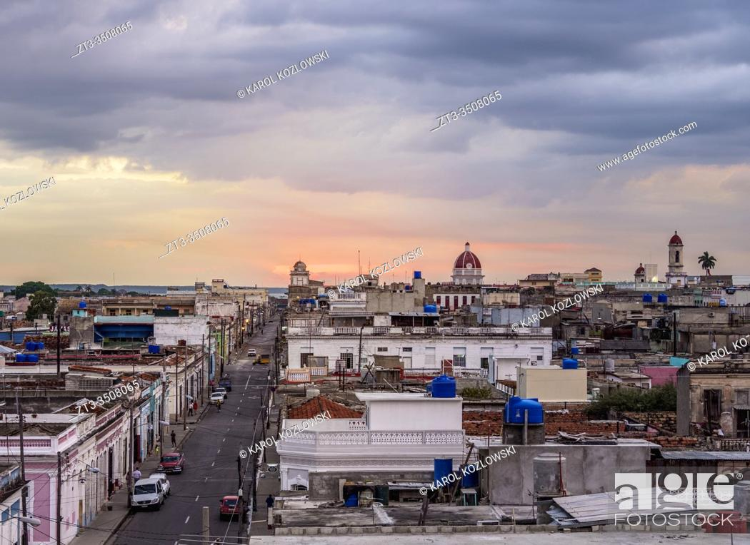Imagen: Old town at sunset, elevated view, Cienfuegos, Cienfuegos Province, Cuba.