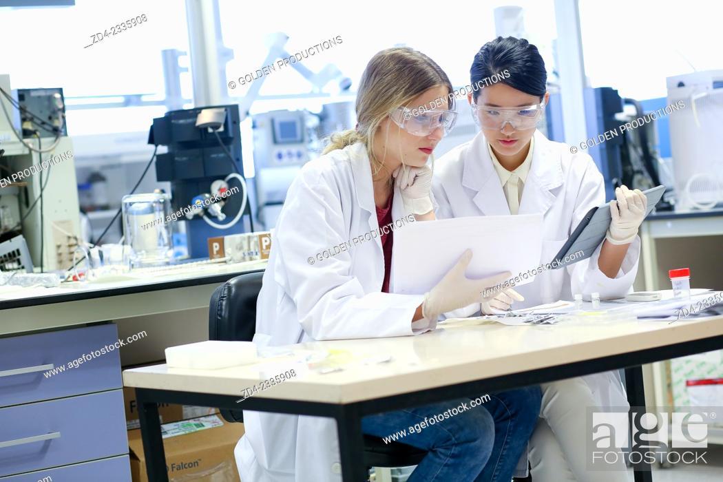 Stock Photo: Researchers. Organic Laboratory. Chemical Analysis Laboratory. Technological Services to Industry. Tecnalia Research & Innovation, Donostia, San Sebastian.