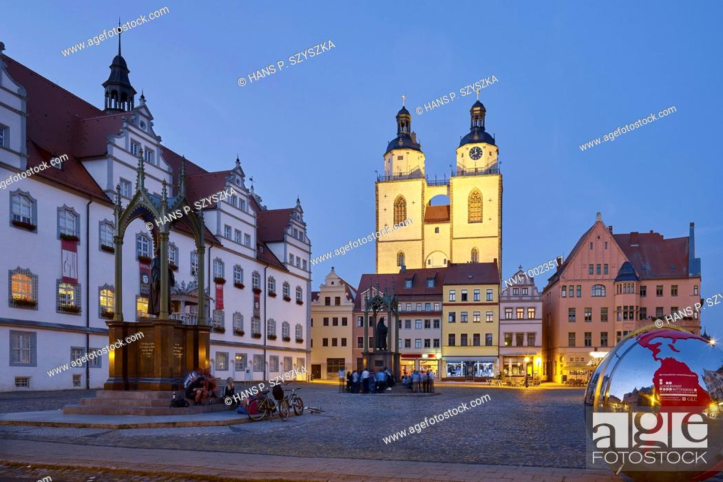 Photo de stock: Market with City Hall and St. Mary's Church in Wittenberg, Saxony-Anhalt, Germany.
