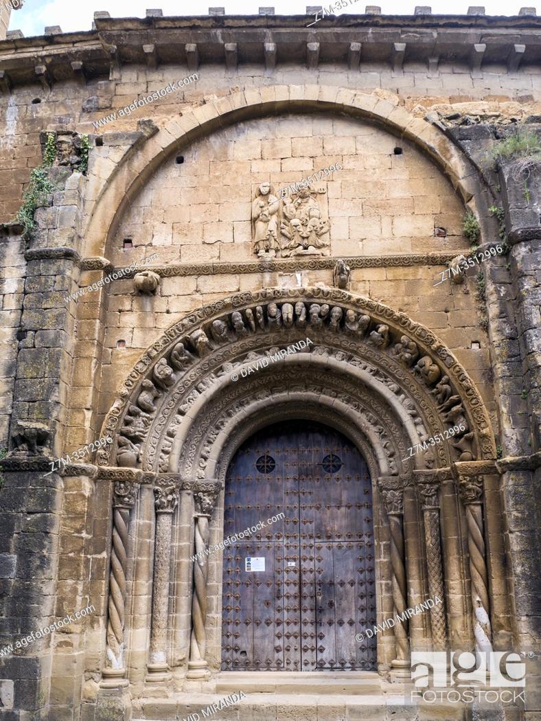 Stock Photo: Pórtico de la Iglesia de Santa María la Mayor. Uncastillo. Navarra. España.