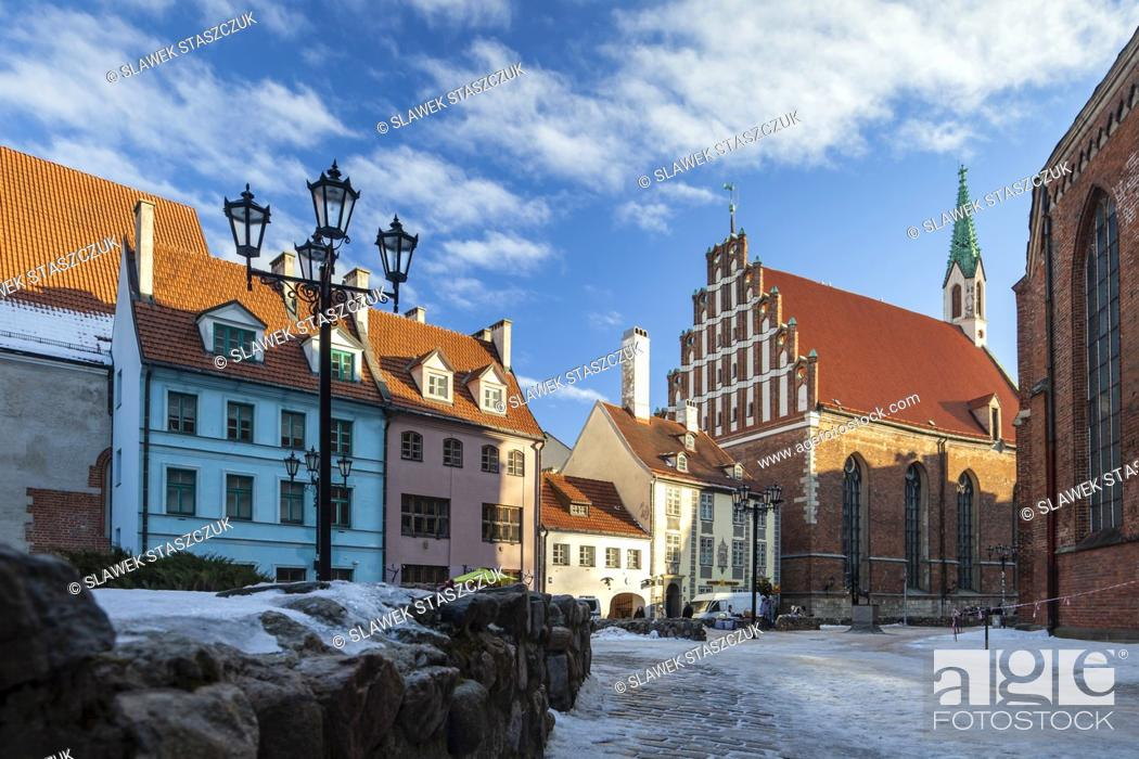 Imagen: Winter morning in Riga old town, Latvia.