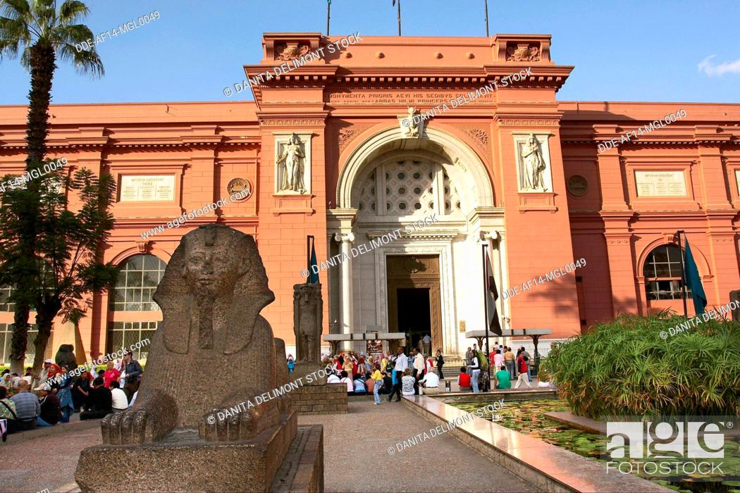 Photo de stock: Egypt, Cairo, the Museum of Egyptian Antiquities, Small Sphinx statue in front.
