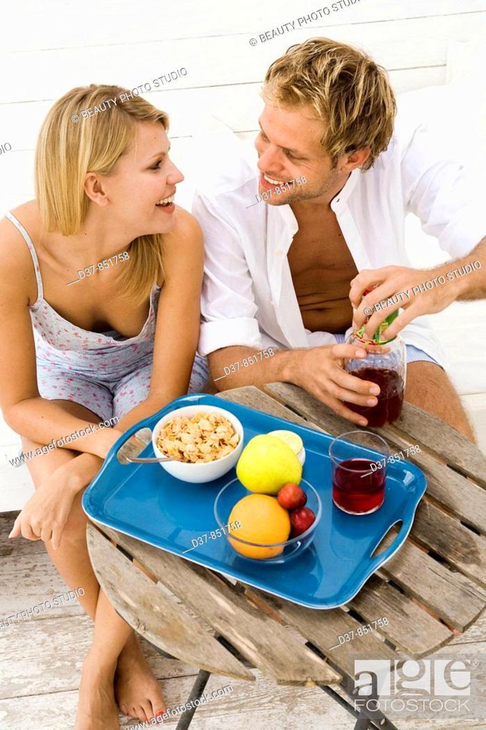 Imagen: Happy couple having breakfast at home.