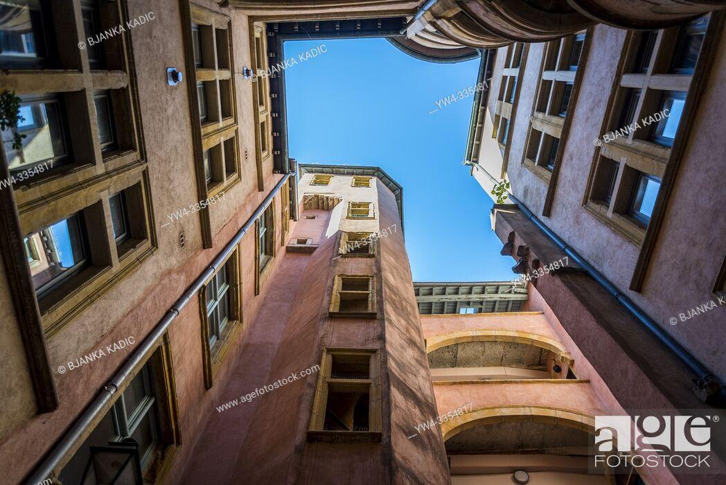 Photo de stock: Traboule a historical passageway in Vieux Lyon or Old Lyon, one of Europeâ. . s most extensive Renaissance neighbourhoods, Lyon, France.