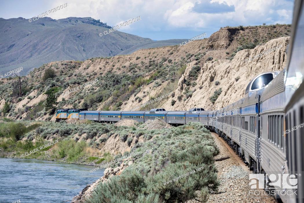 Imagen: Passenger train along the Thompson River in British Columbia, Canada.
