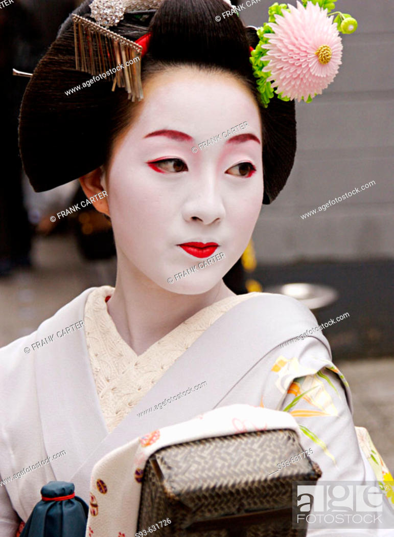 Stock Photo: A geisha in Pontocho, a traditional Japanese night-time entertainment area. Kyoto. Japan.