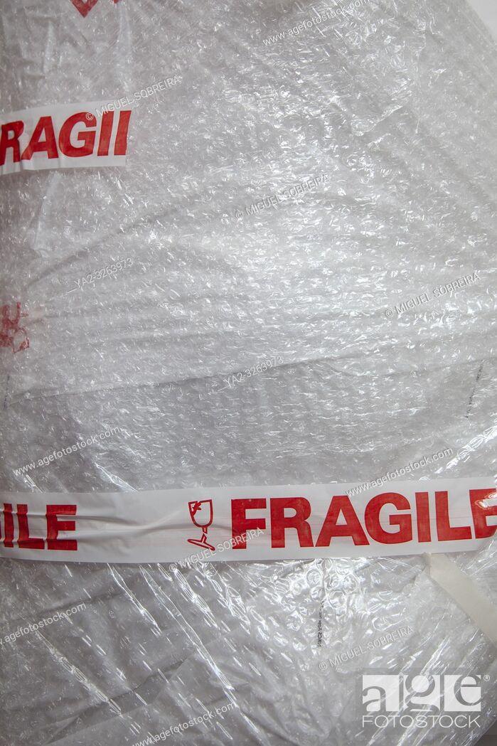 Imagen: Fragile Package in Bubble Wrap.