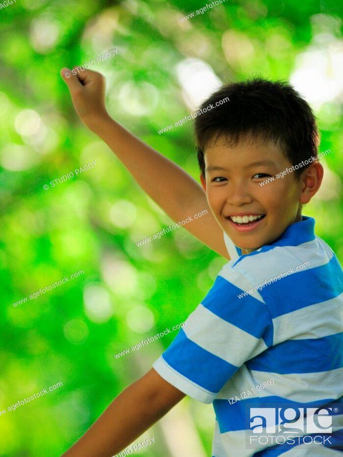 Imagen: Portrait of a boy smiling.