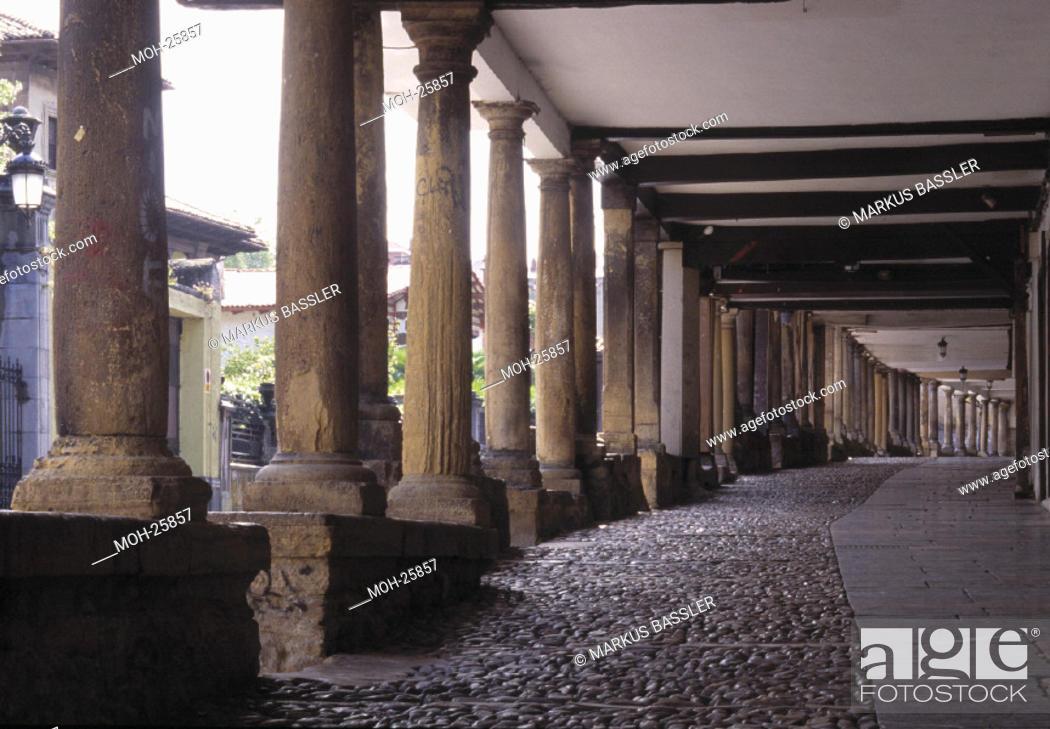 Stock Photo: Aviles/ Arkadenhäuser der Calle Galiana in der Altstadt.