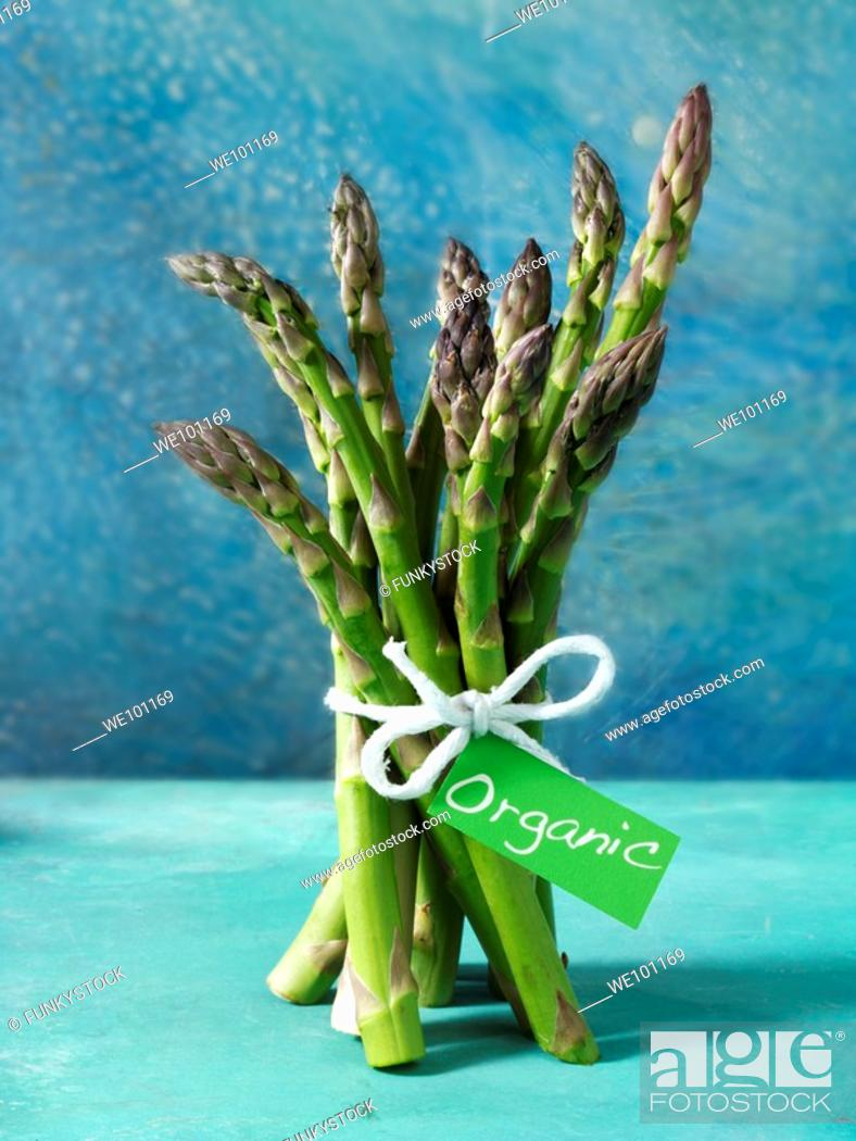 Stock Photo: bunch of fresh organic asparagus spears.