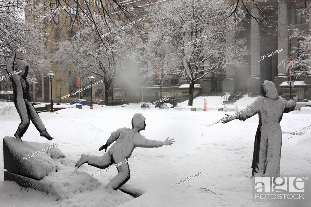 Stock Photo: Cananda, Montreal, snowfall, Place Marguerite Bourgeoys, Old Montreal, .