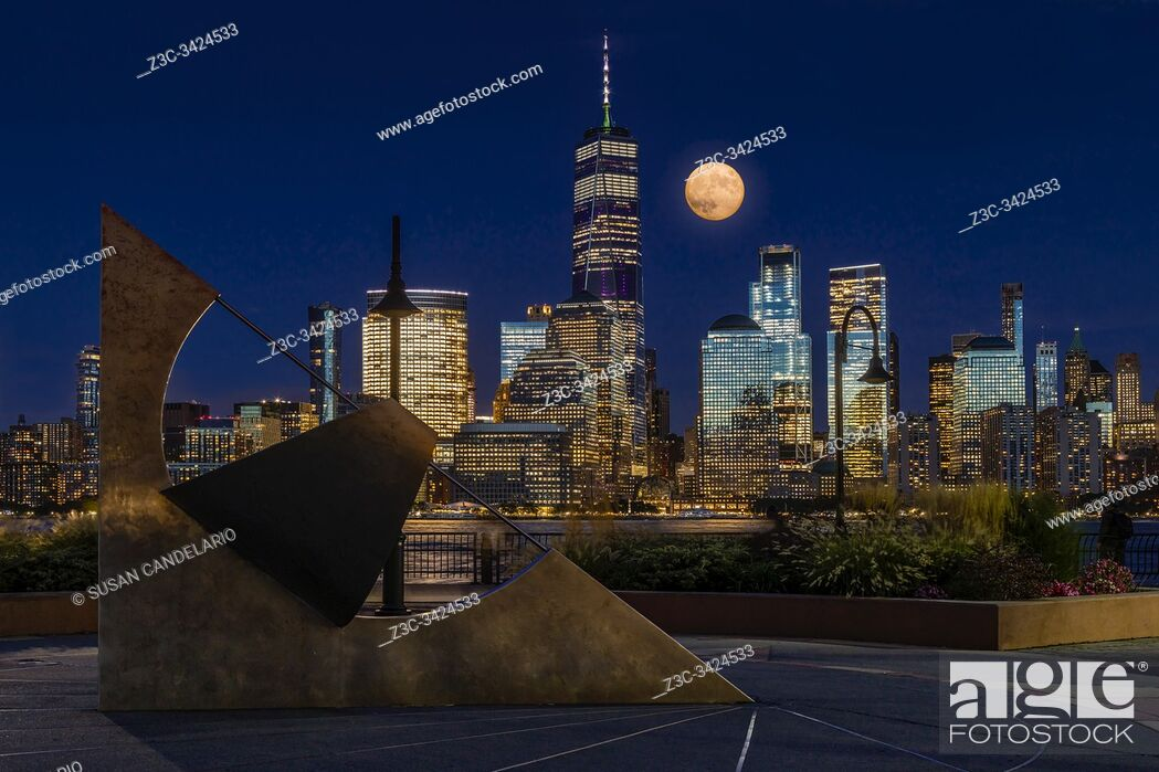 Imagen: NYC Skyline Harvest Moon.