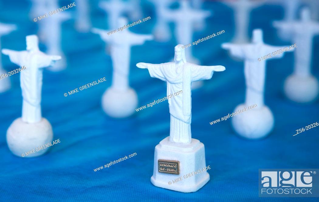 Imagen: Souvenir statue of Christ; Rio De Janeiro, Brazil.