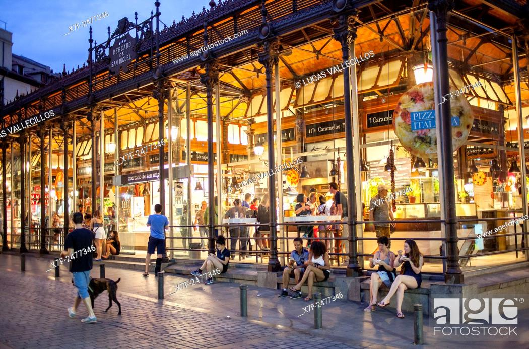 Imagen: San Miguel market, in Plaza de San Miguel. Madrid. Spain.