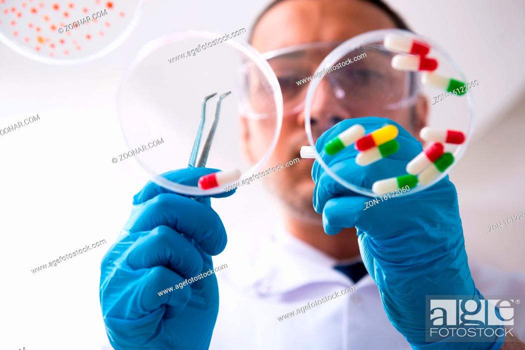 Photo de stock: Young pharmacist working in the lab.