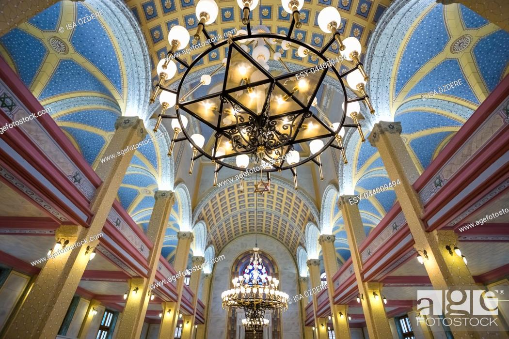 Imagen: Interior view of Grand Synagogue of Edirne or Edirne Synagogue that is a historic Sephardi synagogue in Edirne,Turkey. 17 October 2015.