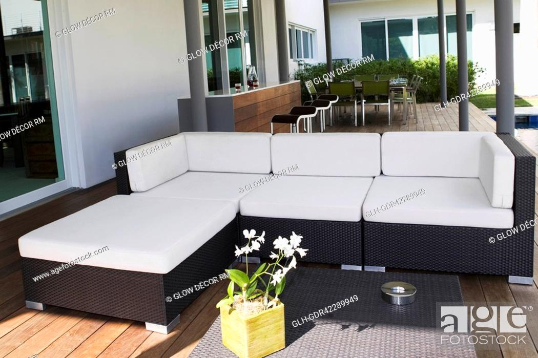 Photo de stock: Couch under a patio.