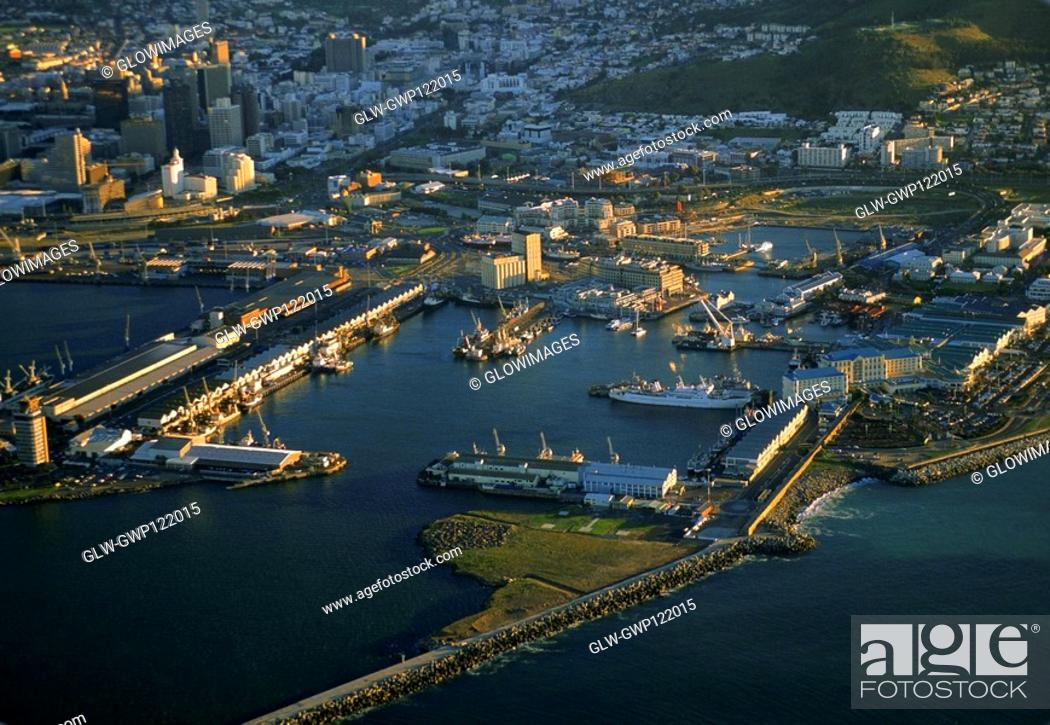 Stock Photo: Victoria and Alfred Waterfront, Capetown, South Africa.