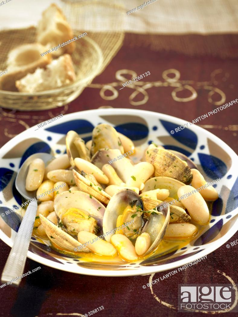 Stock Photo: fabes con almejas.