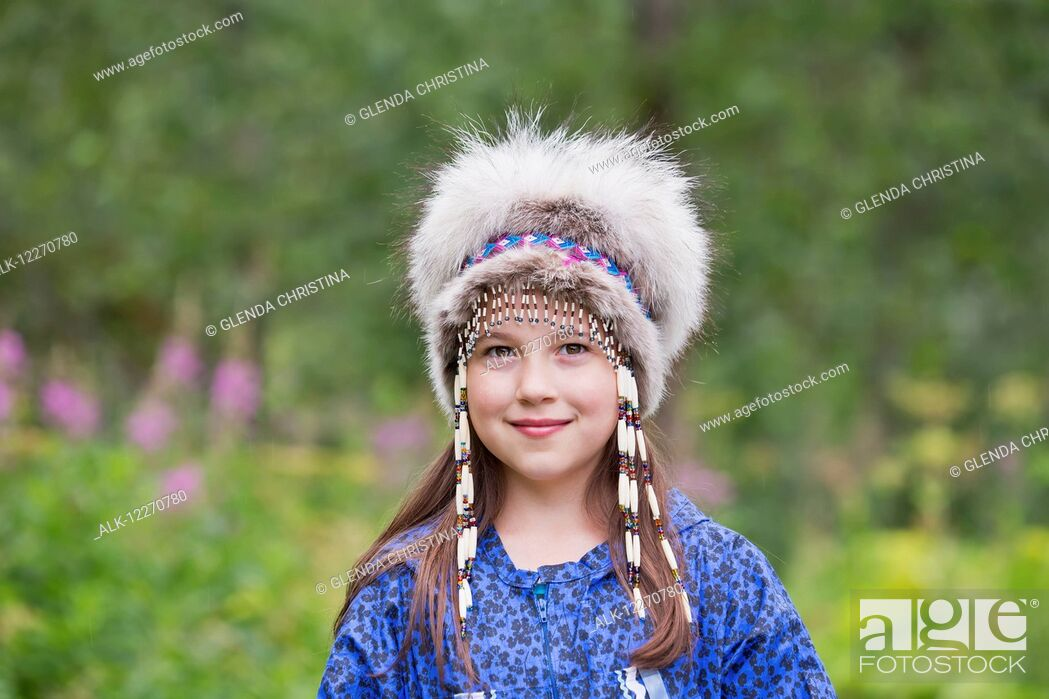 Imagen: A young Inupiat tween girl in a traditional Eskimo Kuspuk and native headdress, Hatcher Pass, Palmer, Southcentral, Summer.