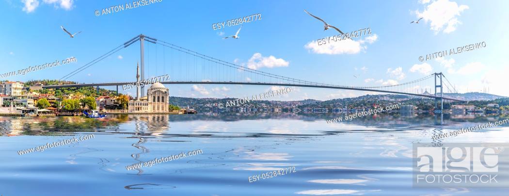 Imagen: Ortakoy Mosque and Bosphorus Bridge, Istanbul panorama, Turkey .