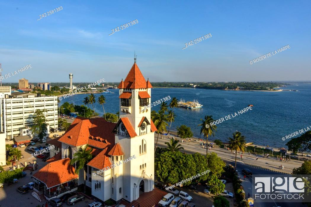 Imagen: Azania Front Lutheran Church with the harbour in the background. Dar es Salaam. Tanzania.
