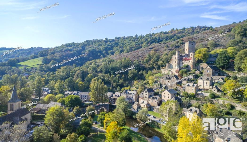 Stock Photo: France, Aveyron, Belcastel, labelled Les Plus Beaux Villages de France (The Most Beautiful Villages of France), general view of the village with castle.