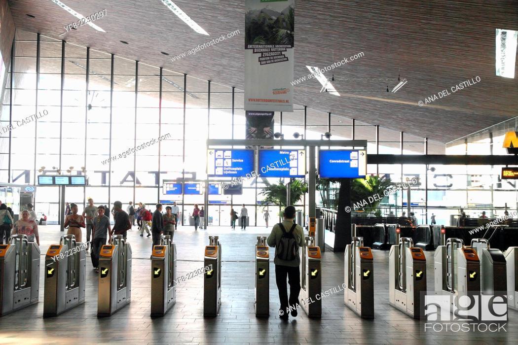 Imagen: Rotterdam Centraal Station indoor Holland.