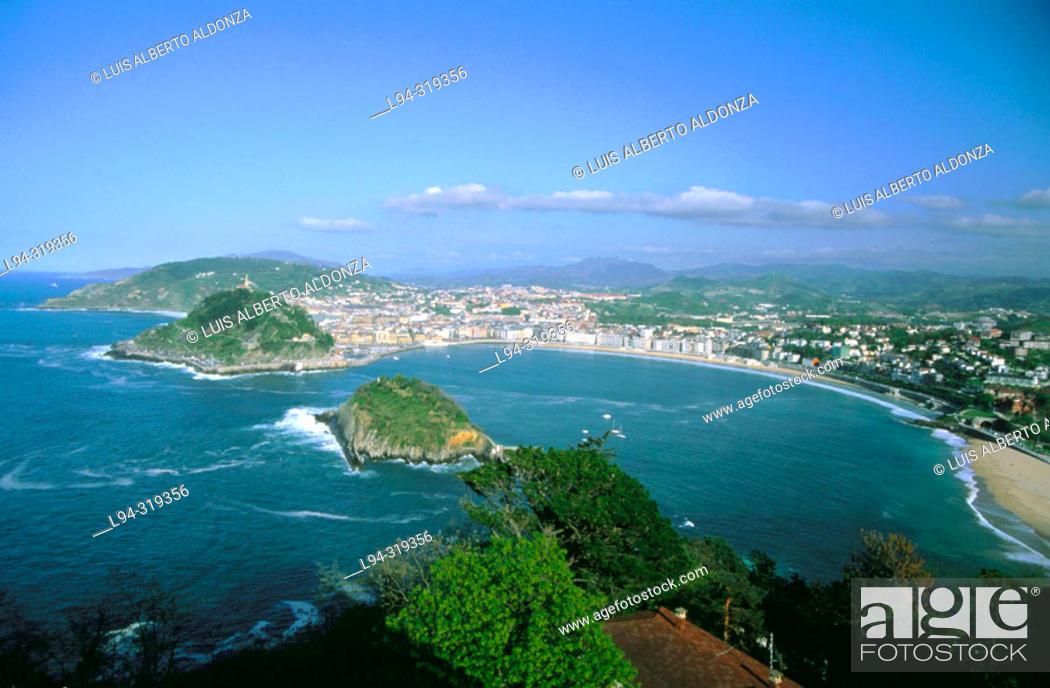 Stock Photo: La Concha Bay and Santa Clara Island. San Sebastián. Basque Country. Spain.