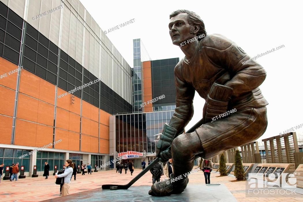Stock Photo: Canada, Quebec, Montreal, Bell Centre, statue of Guy Lafleur.