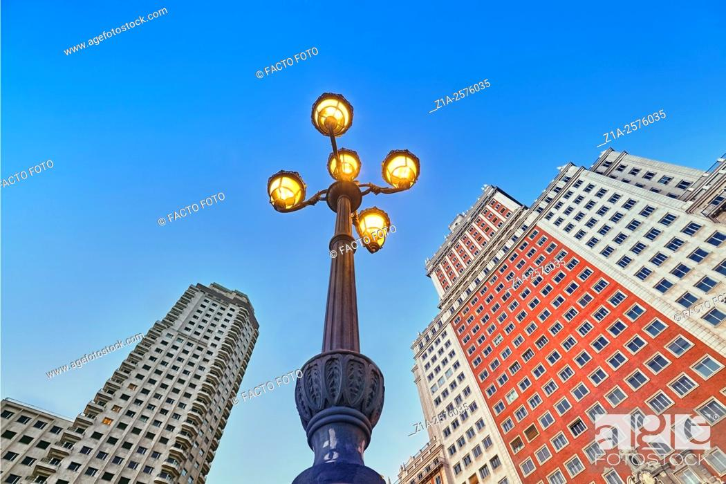 Imagen: Low angle view of Spain Square buildings. Madrid, Spain.