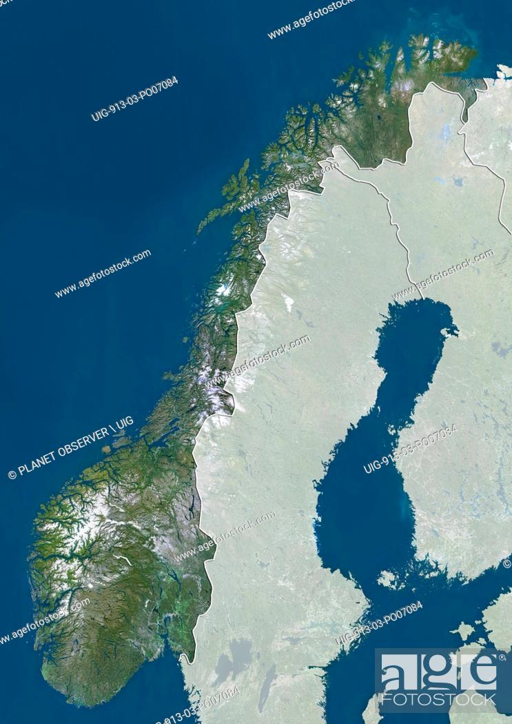Imagen: Satellite view of Norway (with country boundaries and mask). This image was compiled from data acquired by Landsat satellites.
