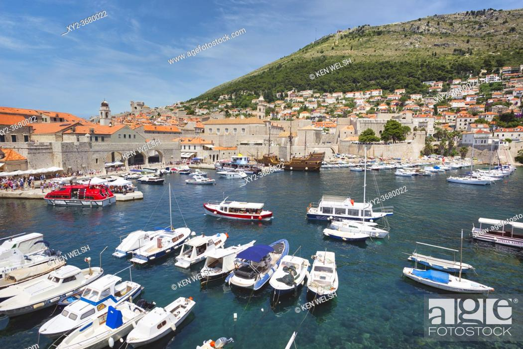 Photo de stock: Dubrovnik, Dubrovnik-Neretva County, Croatia. Boats in the Old Port. The old city of Dubrovnik is a UNESCO World Heritage Site.