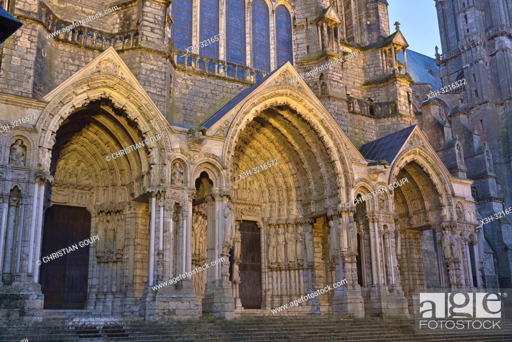 Imagen: portail royal de la facade Ouest de la Cathedrale Notre-Dame de Chartres,Eure et Loir,region Centre,France,Europe/Royal portal of West facade of the Cathedral.