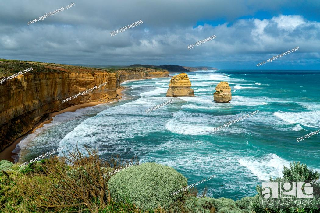 Imagen: Port Campbell National Park is located 285 km west of Melbourne in the Australian state of Victoria and is the highlight of the Great Ocean Road and the Great.