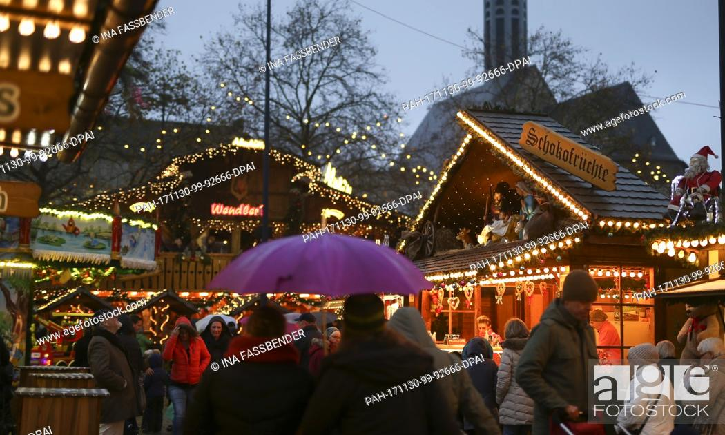 Stock Photo: Visitors walk across the Christmas market in Dortmund, Germany, 30 November 2017. Photo: Ina Fassbender/dpa. - Dortmund/North Rhine-Westphalia/Germany.