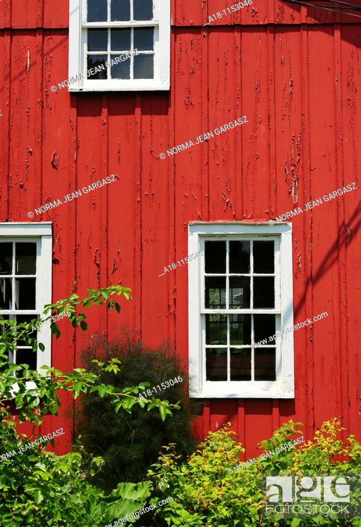 Stock Photo: A barn at Schoepfle Garden, donated by Otto B  Schoepfle to Lorain County Metro Parks, Birmingham, Ohio, USA.