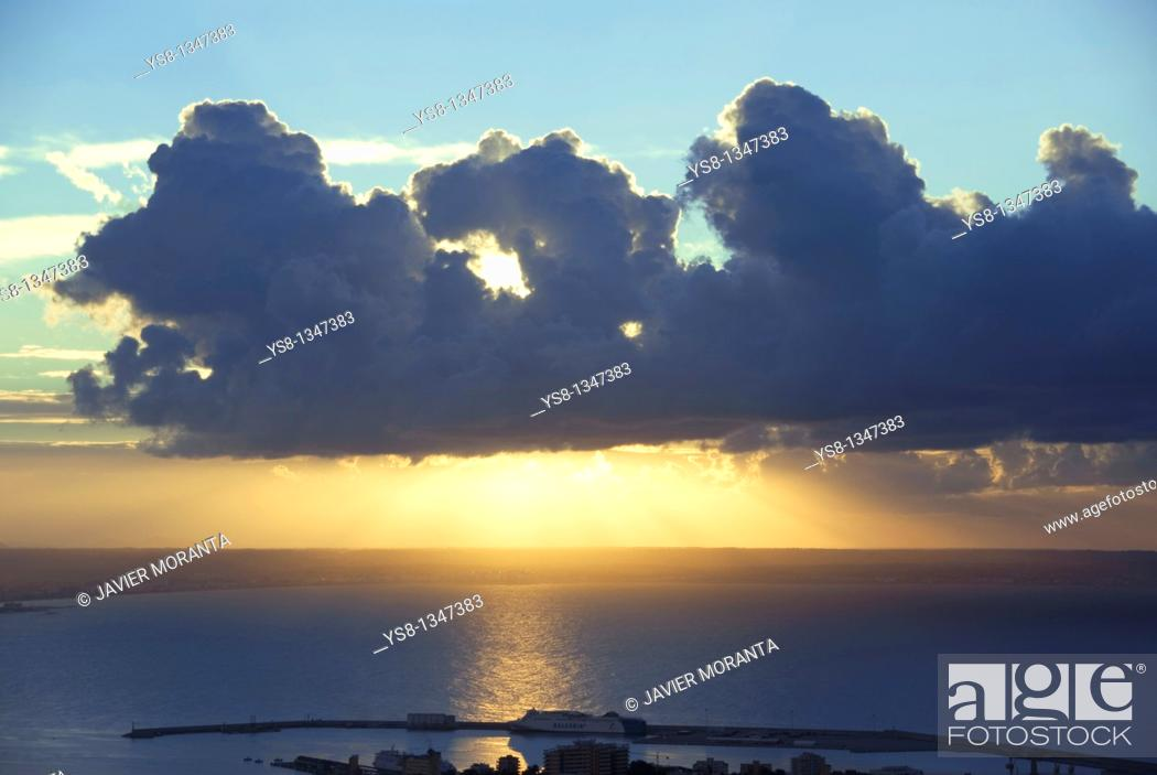 Stock Photo: Spain, Balearic Islands, Mallorca, Sunrise on the Bay of Palma.