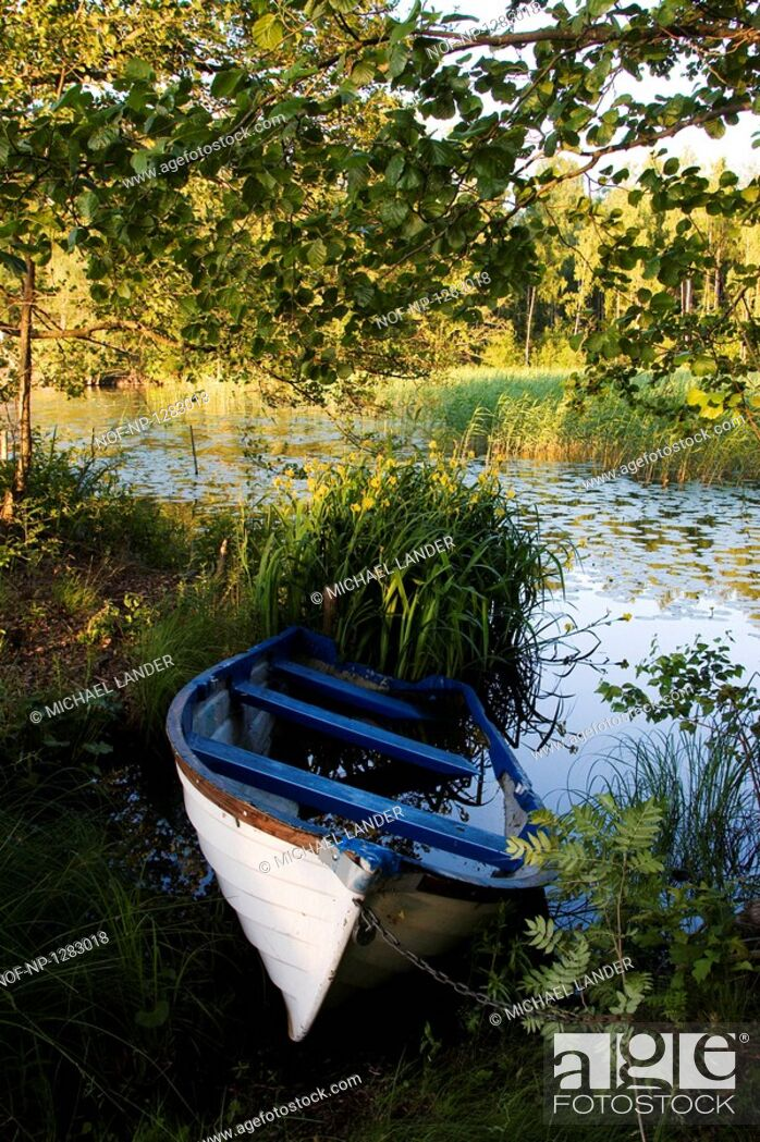 Stock Photo: Boat moored at the lakeside.