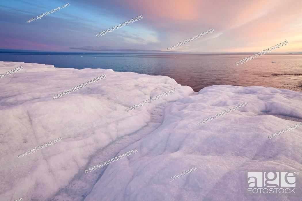 Photo de stock: glacier Brasvellbreen and Arctic Sea in sunset light, Nordaustlandet, Svalbard.