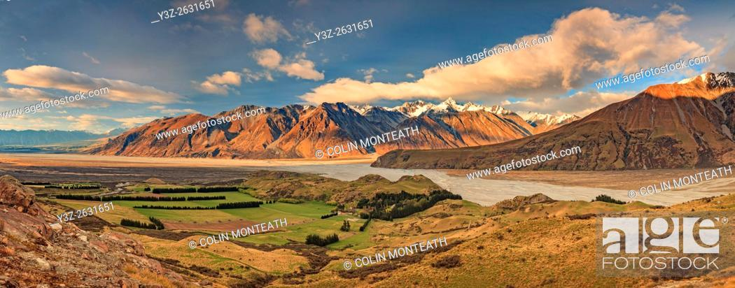 Imagen: Dawn panorama from above Erewhon Station as North West wind storm builds over confluence of Clyde, Havelock and Rangitata rivers, Canterbury.