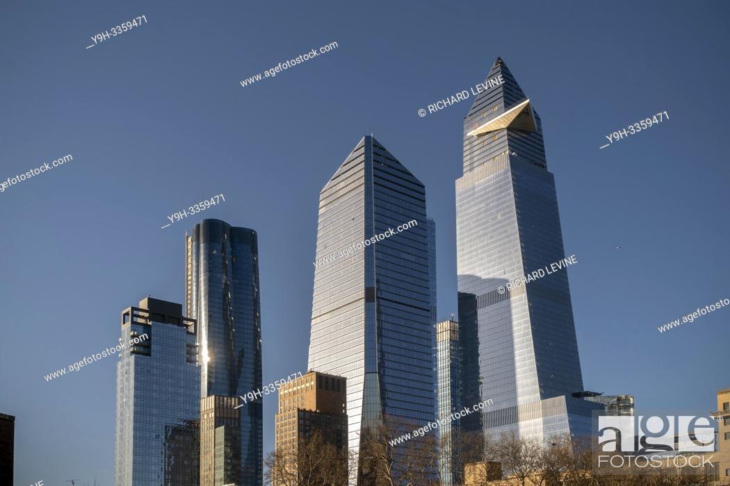 Imagen: 10 Hudson Yards, center, 30 Hudson Yards, right, and other development around Hudson Yards in New York on Saturday, March 23, 2019. (© Richard B.