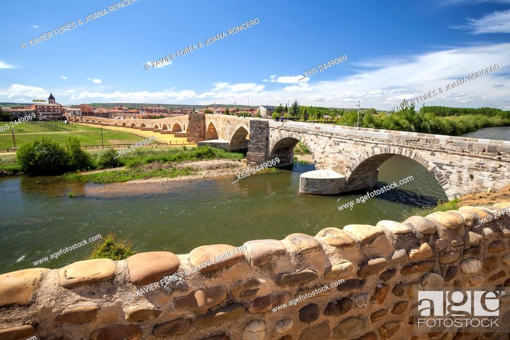 Imagen: Puente del Passo Honroso in Hospital de Orbigo, Way of St. James, Leon, Spain.