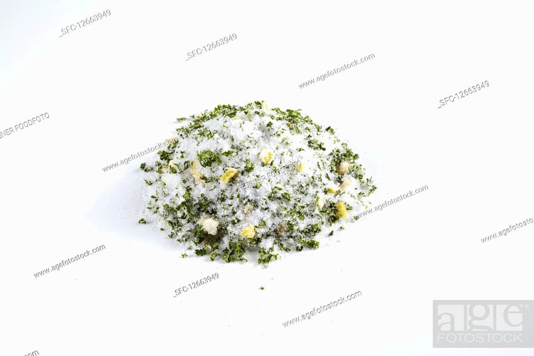 Imagen: Homemade spicy parsley salt for grilled meat, salad dressings and vegetable dishes.