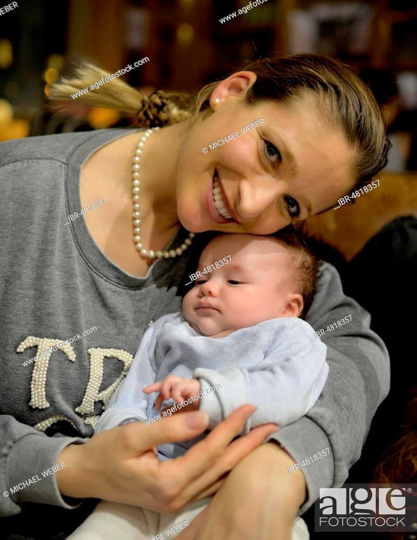 Stock Photo: 10 weeks mother, baby, café, Baden-Württemberg, Germany.