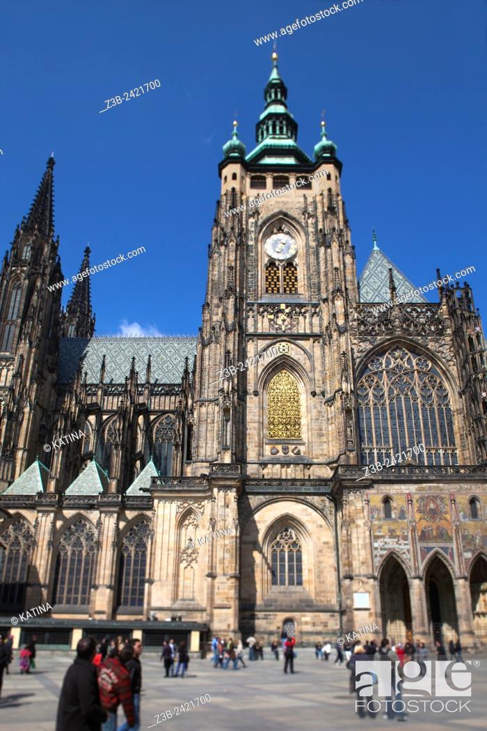 Imagen: Side view of the gothic St Vitus Cathedral, built from 1344 at Prague Castle, Hradcany district, Prague, Praha, Czech Republic, Europe.