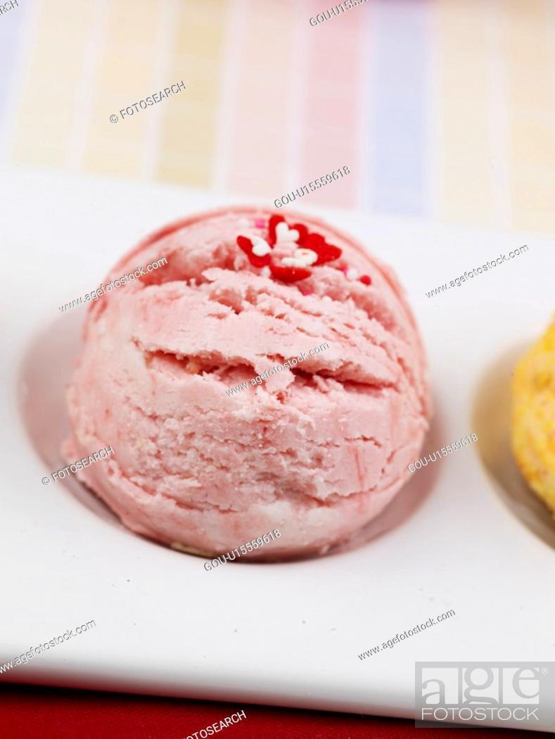 Stock Photo: decoration, ice cream, food styling, tablecloth, dish, food, icecream.