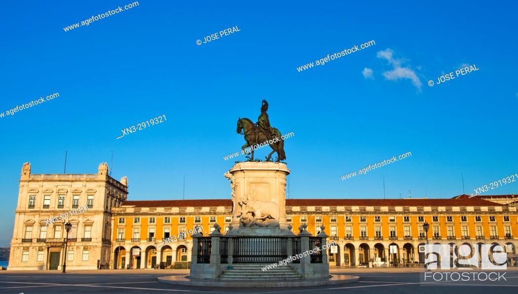 Imagen: Statue of King José I, by Machado de Castro, Commerce Square, Praça do Comércio, Terreiro do Paço, Lisbon, Portugal, Europe.