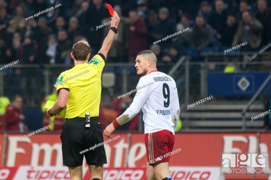 Referee Sascha Stegemann Li Zeigt Kyriakos Papadopoulos