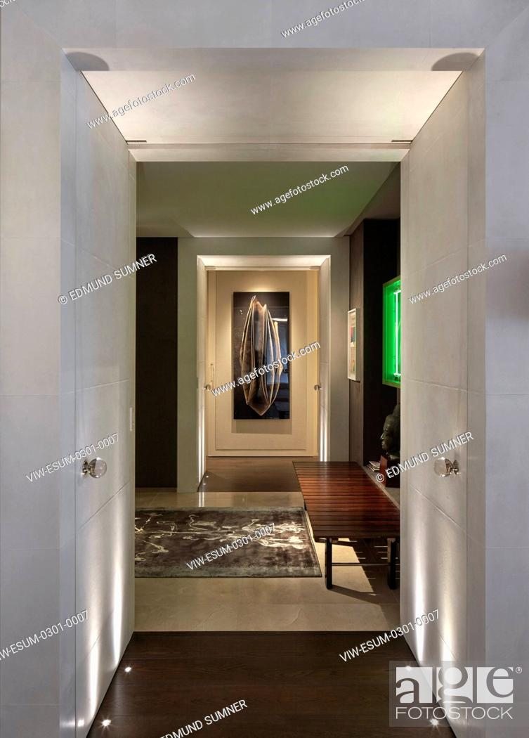 Imagen: Remodelling of a lateral apartment to create a living conceptual art gallery for art collectors. The project involved the re-pla.